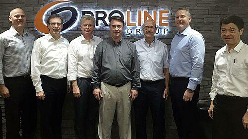 Foto de grupo después de la firma del contrato