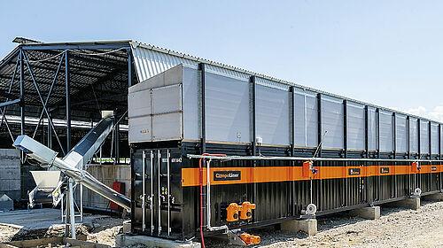 Contenedor largo con dos sinfines transportadores a la izquierda