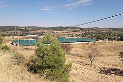 Vista de dos edificios a lo lejos | manejo de pavos